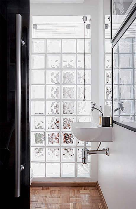 banheiro-com-bloco-de-vidro-branco