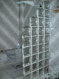 banheiro-com-bloco-de-vidro-em-escadas