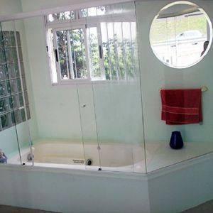 banheiro-com-bloco-de-vidro-pequenos