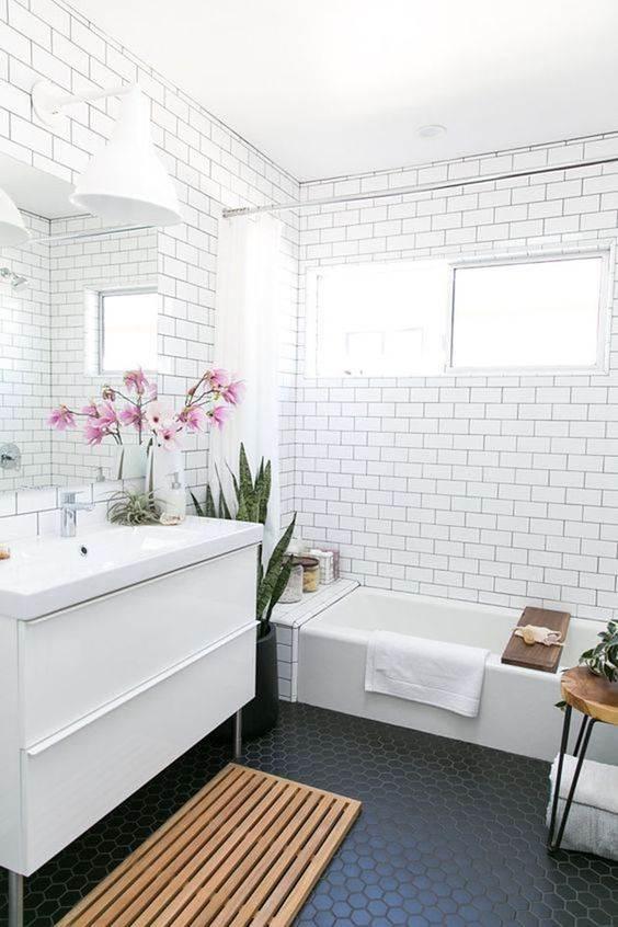 Banheiros com Piso Preto – Estilo e Elegância!