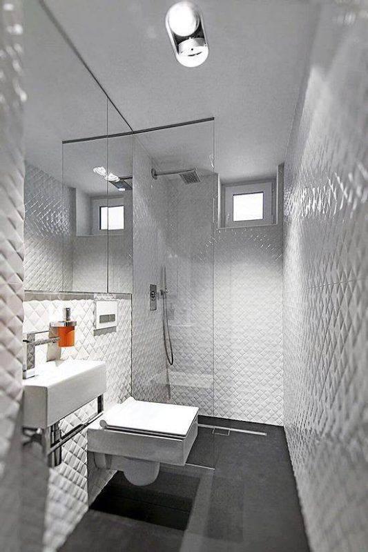 pisos escuros para banheiro