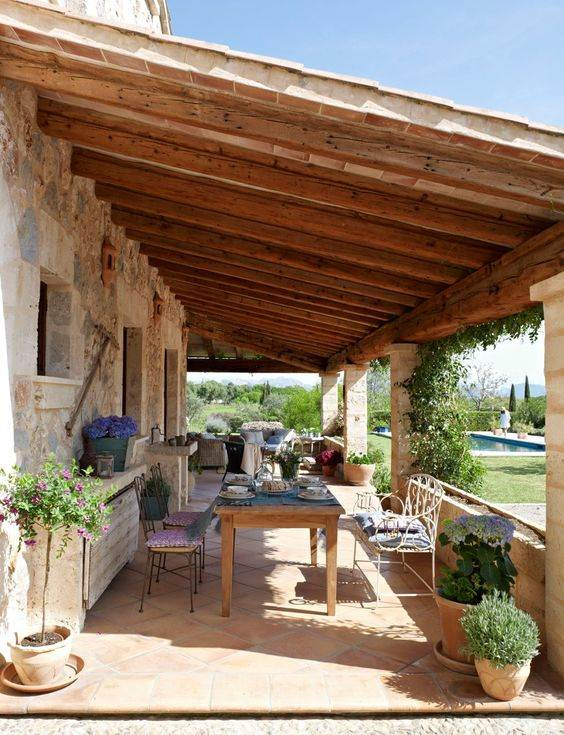 Casas com alpendre lindas varandas ao redor decora o for Tipos de tejados de casas