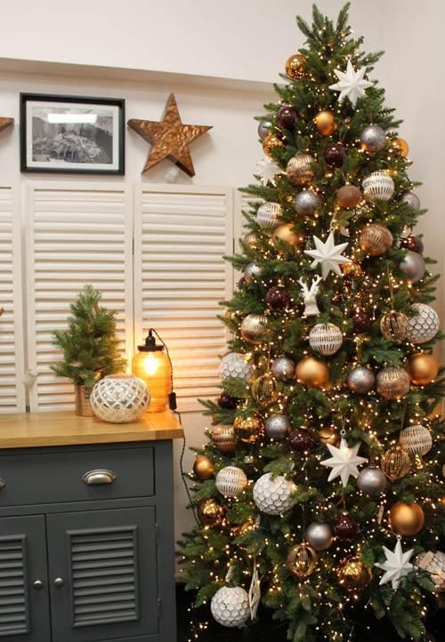 44 Árvores de Natal Decoradas Completamente Fascinantes! — Decorações